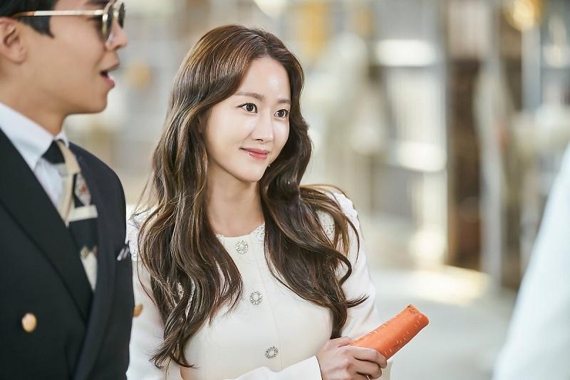 https: img.okeinfo.net content 2019 12 07 33 2139203 menikah-di-bali-jeon-hye-bin-tampil-sederhana-dengan-gaun-transparan-IkrjsB8mch.jpg