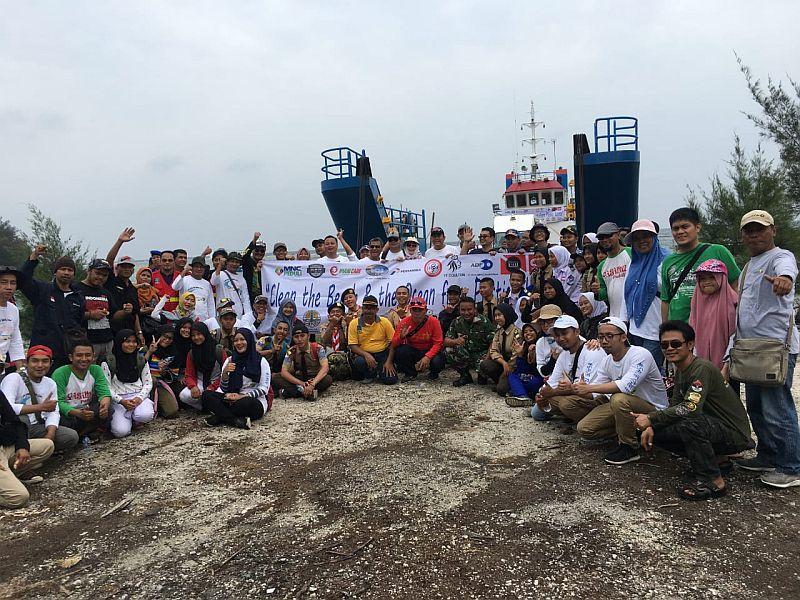 https: img.okeinfo.net content 2019 12 07 340 2139242 mnc-peduli-wujudkan-pulau-sangiang-bebas-sampah-plastik-4EtmoZHWBz.jpg