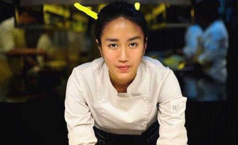 https: img.okeinfo.net content 2019 12 08 194 2139431 tak-hanya-jago-masak-4-chef-perempuan-ini-curi-perhatian-karena-berkulit-eksotis-T1zCtvYR8H.jpg