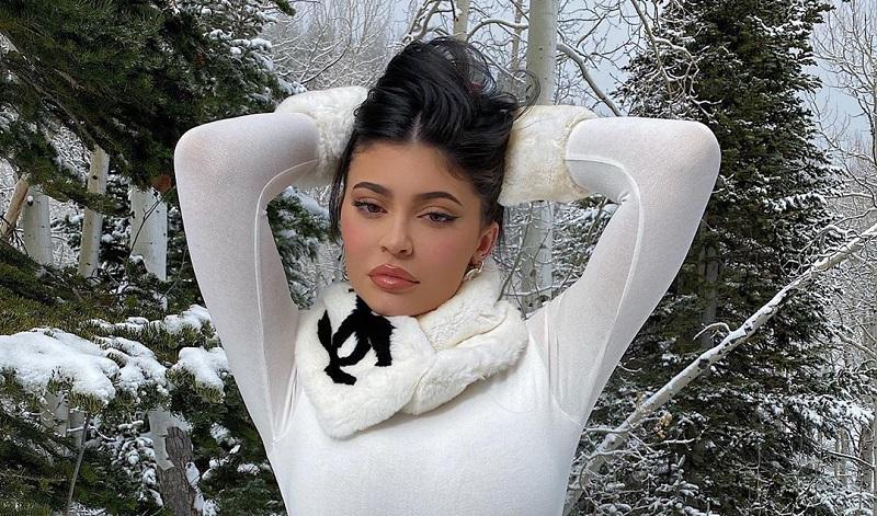 https: img.okeinfo.net content 2019 12 10 194 2140269 4-gaya-kylie-jenner-tetap-hot-di-musim-dingin-rWuzNxUTLt.jpg