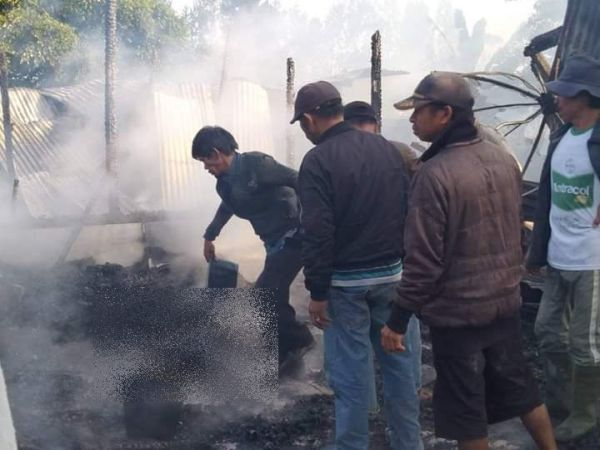 https: img.okeinfo.net content 2019 12 12 340 2141003 ibu-dan-anak-tewas-akibat-kebakaran-rumah-di-humbang-hasundutan-pf1bvWcyzZ.jpg