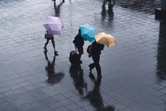https: img.okeinfo.net content 2019 12 14 338 2141793 akhir-pekan-sebagian-wilayah-jakarta-diprediksi-hujan-rnslJufLTa.jpg
