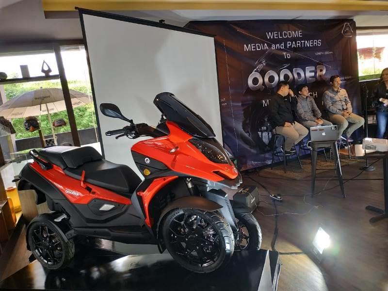 https: img.okeinfo.net content 2019 12 14 53 2141837 qooder-skuter-matik-roda-empat-asal-swiss-resmi-mengaspal-di-indonesia-MnF6oduXDM.jpg