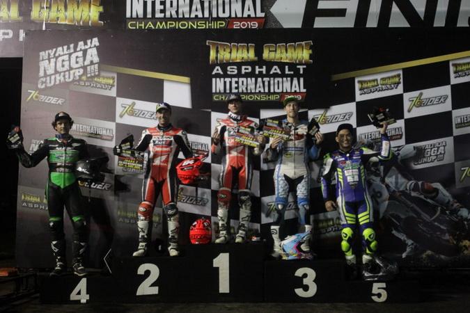 https: img.okeinfo.net content 2019 12 15 43 2142117 pembalap-tuan-rumah-gagal-taklukkan-rider-asing-di-trial-game-asphalt-internasional-championship-2019-K4Kc4hrC6K.jpg