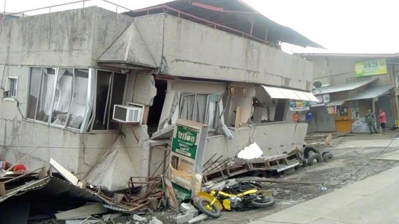 https: img.okeinfo.net content 2019 12 16 18 2142329 tiga-tewas-akibat-gempa-6-8-m-di-filipina-pencarian-korban-masih-berlangsung-Ga5rCik1pH.jpg