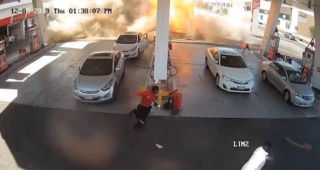 https: img.okeinfo.net content 2019 12 16 18 2142638 saat-saat-mengerikan-tangki-bensin-bawah-tanah-di-madinah-meledak-terekam-kamera-DJmSJeWiif.jpg