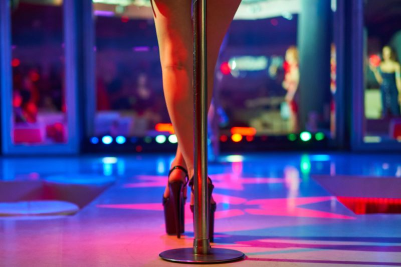 https: img.okeinfo.net content 2019 12 16 612 2142685 pengakuan-mantan-stripper-kulit-hitam-biasa-show-untuk-mafia-hingga-tentara-EA4r43E7yW.jpg