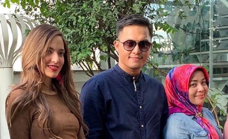 https: img.okeinfo.net content 2019 12 17 33 2143037 foto-bareng-suami-muzdalifah-disebut-lebih-cocok-dengan-nia-ramadhani-yPxo7f9Tbp.jpg