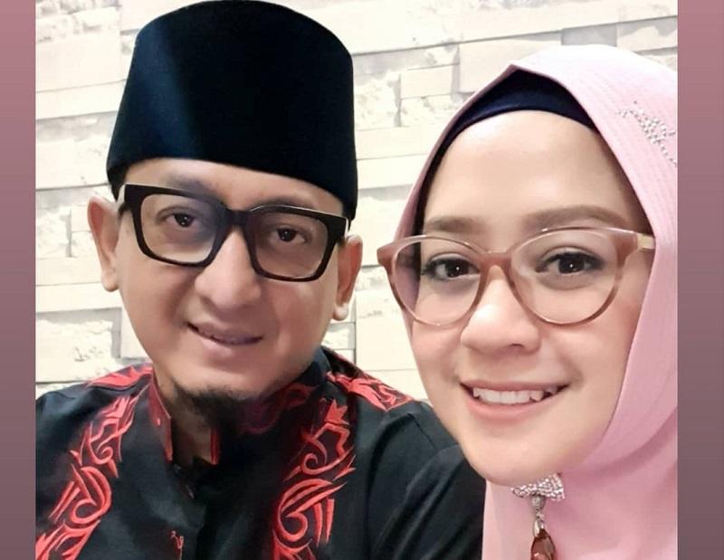 https: img.okeinfo.net content 2019 12 17 33 2143076 ustadz-zacky-mirza-dan-shinta-tanjung-resmi-rujuk-Ox9EBTJJqB.jpg