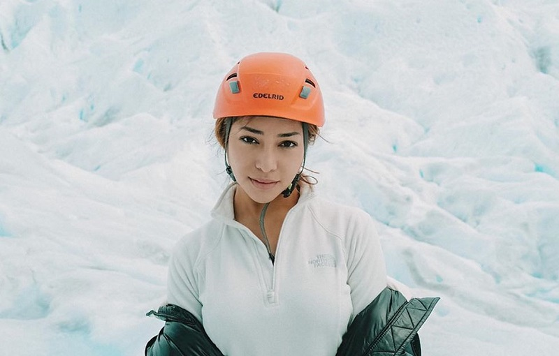 https: img.okeinfo.net content 2019 12 18 406 2143414 5-potret-liburan-nikita-willy-di-amerika-bertualang-ke-gletser-hingga-berendam-S8vfbYAvMr.jpg