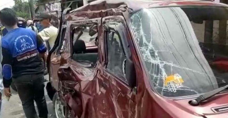 https: img.okeinfo.net content 2019 12 22 519 2144888 kronologi-kecelakaan-truk-angkut-ekskavator-tewaskan-7-orang-di-pasuruan-PELwrfrYKy.jpg