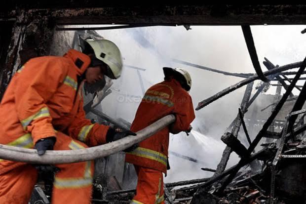 https: img.okeinfo.net content 2019 12 22 609 2144866 sejumlah-rumah-di-sulsel-terbakar-diduga-akibat-korsleting-listrik-apOlBqreuK.jpg