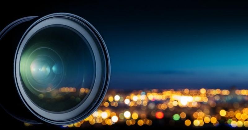 https: img.okeinfo.net content 2019 12 23 92 2145236 4-tips-fotografi-malam-hari-menggunakan-kamera-smartphone-PULjL312CY.jpg