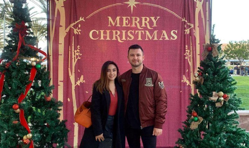 https: img.okeinfo.net content 2019 12 26 33 2146188 salmafina-sunan-rayakan-natal-bareng-cowok-bule-pacar-baru-TiONXA4yPc.jpg
