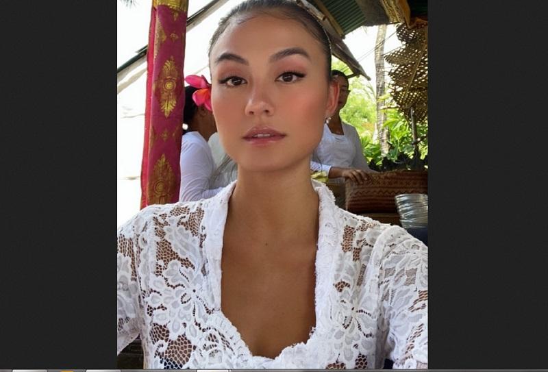 https: img.okeinfo.net content 2019 12 28 194 2146955 pesona-kecantikan-agnez-mo-kenakan-pakaian-adat-bali-qoL1PXuyhx.jpg