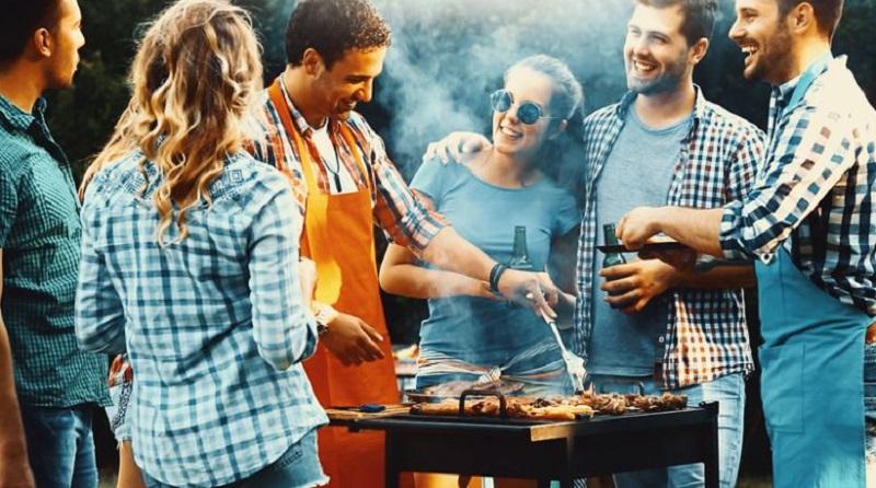 https: img.okeinfo.net content 2019 12 28 298 2146912 malam-tahun-baru-yuk-bikin-saus-barbeque-untuk-daging-dan-sosis-panggang-28wcWFXItl.jpg