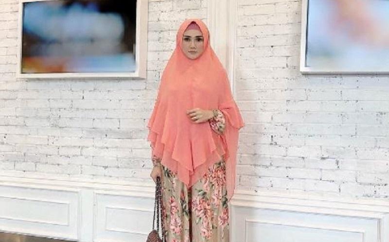 https: img.okeinfo.net content 2019 12 30 617 2147414 cantik-memesona-begini-gaya-hijab-mulan-jameela-istri-ahmad-dhani-9Wof4syAWJ.jpg