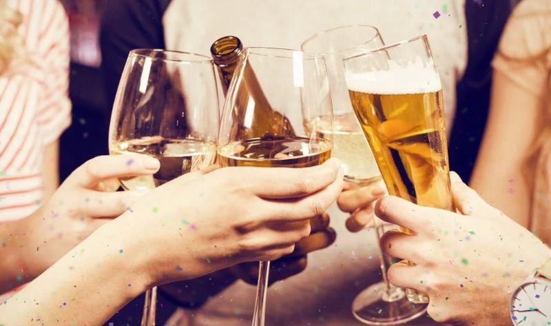 https: img.okeinfo.net content 2019 12 31 481 2147874 minum-bir-sebelum-wine-cegah-mabuk-begini-jawaban-peneliti-jalrRXT3ID.jpg