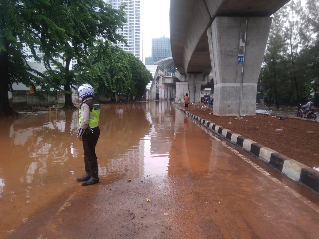 https: img.okeinfo.net content 2020 01 02 338 2148362 banjir-kepung-jakarta-sejumlah-ruas-jalan-tak-bisa-dilewati-9wh4ke7Gft.jpg
