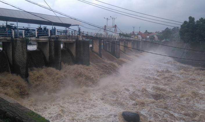 https: img.okeinfo.net content 2020 01 03 337 2148765 bendung-katulampa-beton-pengingat-banjir-peninggalan-belanda-7L3lYs3yAb.JPG