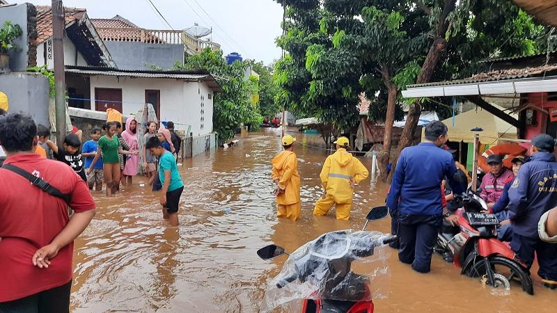 https: img.okeinfo.net content 2020 01 03 481 2148844 pertolongan-pertama-jika-bayi-dan-lansia-terserang-hipotermia-di-daerah-banjir-MeiUCGs4MA.jpg
