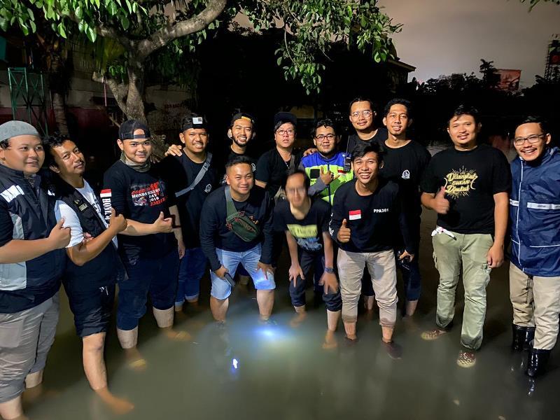 https: img.okeinfo.net content 2020 01 04 199 2149340 komunitas-bikers-dakwah-ngegas-bareng-kirim-bantuan-korban-banjir-PoaRFvtmgZ.jpg