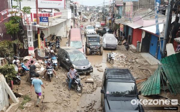 https: img.okeinfo.net content 2020 01 06 337 2149957 korban-tewas-akibat-banjir-bertambah-jadi-67-orang-1-hilang-ieeEWgBN4d.jpg