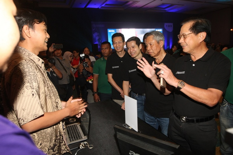 https: img.okeinfo.net content 2020 01 07 16 2150383 bca-gelar-kompetisi-teknologi-blockchain-terbesar-di-indonesia-KhbLDTRznM.JPG