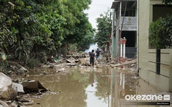 https: img.okeinfo.net content 2020 01 08 320 2150751 terungkap-10-penyebab-banjir-tahun-baru-dari-limpasan-air-sungai-hingga-sampah-kF0owkxLZH.jpg