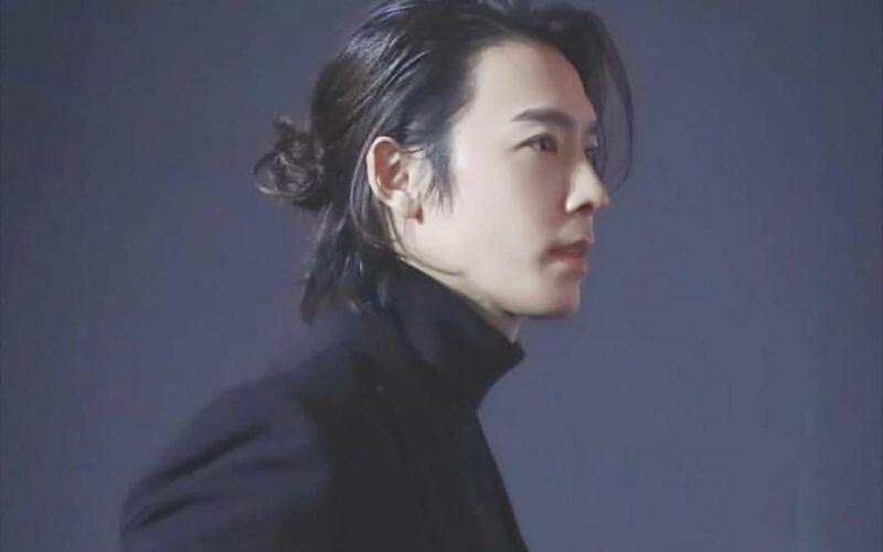 https: img.okeinfo.net content 2020 01 10 194 2151581 gaya-keren-lee-donghae-super-junior-idola-remaja-sampai-mama-muda-UYgNhhimeW.jpg