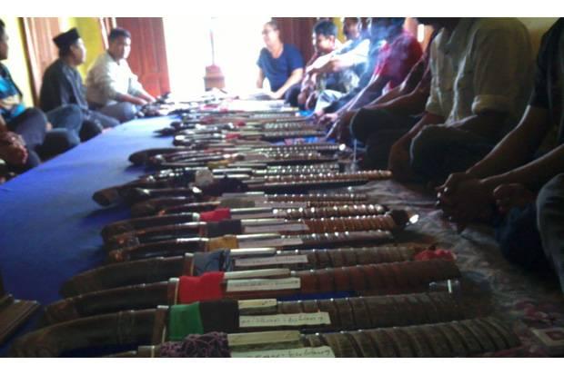 https: img.okeinfo.net content 2020 01 10 337 2151576 mengenal-macam-macam-senjata-tradisional-asal-indonesia-fqqgCtC3wk.jpg