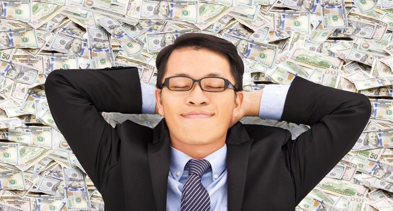 https: img.okeinfo.net content 2020 01 10 612 2151417 benarkah-uang-beri-kebahagiaan-miliarder-jepang-ini-tes-dengan-bagikan-rp123-miliar-hy2P3Rb9Yu.jpg