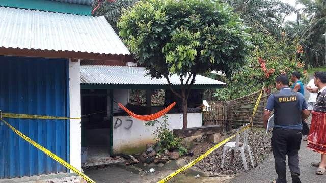 https: img.okeinfo.net content 2020 01 12 340 2151990 ledakan-di-bengkulu-polisi-geledah-rumah-mantan-kades-Zi16B06ay3.jpg