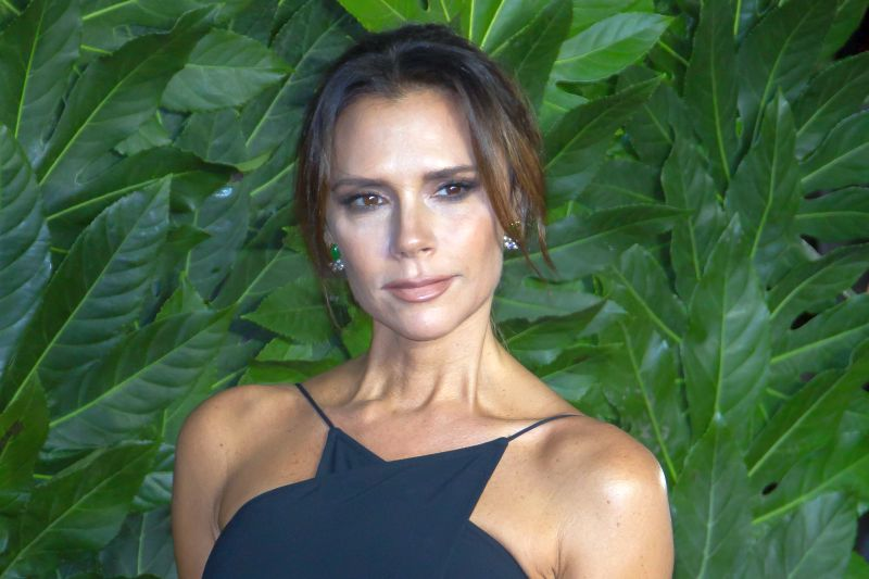 https: img.okeinfo.net content 2020 01 13 194 2152323 tampil-layaknya-anak-magang-victoria-beckham-siap-come-back-L8LMovoPeg.jpg