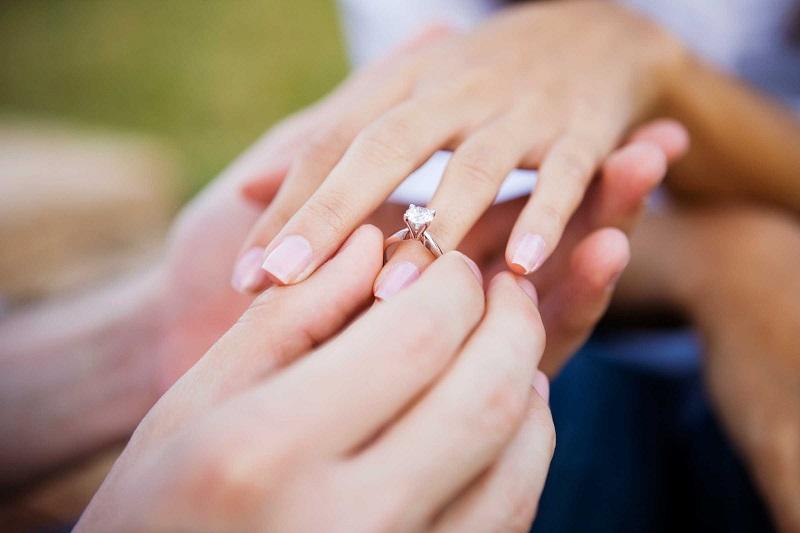https: img.okeinfo.net content 2020 01 13 330 2152227 wasiat-ria-irawan-kapan-lelaki-boleh-nikah-lagi-setelah-ditinggal-mati-istri-konfakiPly.jpg
