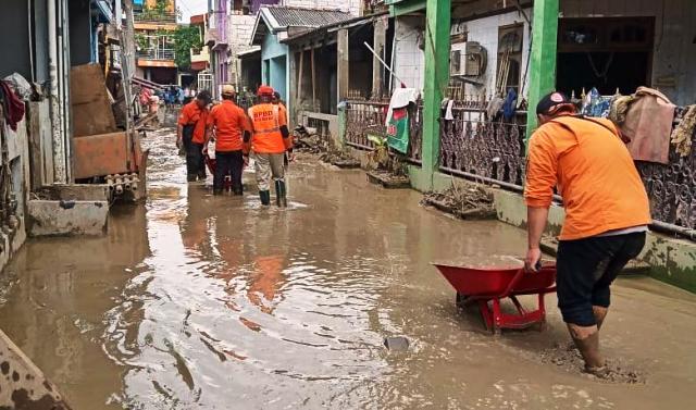 https: img.okeinfo.net content 2020 01 13 330 2152240 paska-hujan-najiskah-lumpur-di-jalan-Sx77cGlKfb.jpg
