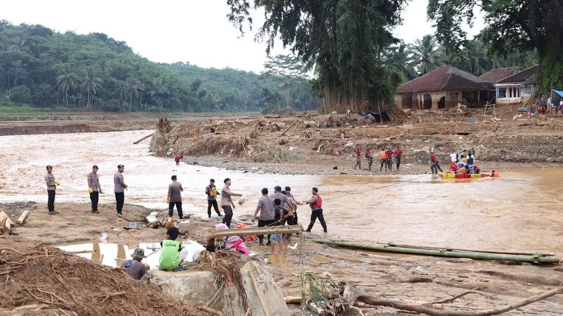 https: img.okeinfo.net content 2020 01 14 340 2152858 status-tanggap-darurat-bencana-banjir-dan-longsor-di-banten-berakhir-QbpPO5OHsp.jpg