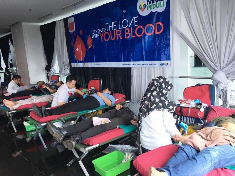 https: img.okeinfo.net content 2020 01 15 337 2153214 bersama-pmi-mnc-peduli-gelar-donor-darah-qFev0cIpPl.jpg