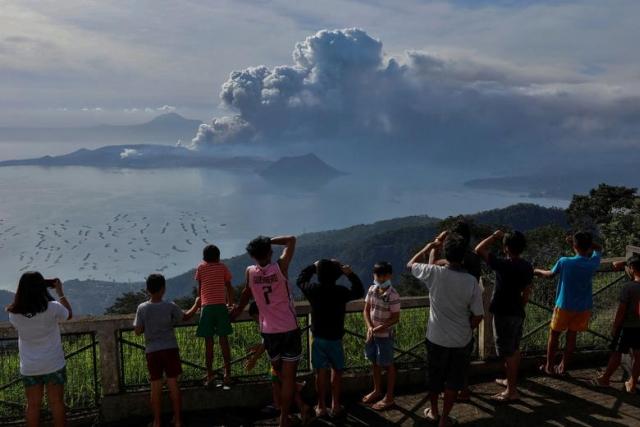 https: img.okeinfo.net content 2020 01 16 18 2153683 gunung-taal-masih-berpotensi-erupsi-meski-aktivitasnya-sudah-menurun-RqFE0BQq2l.jpg