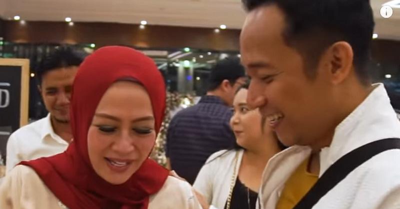 Istri Ulang Tahun, Denny Cagur Beri Hadiah Cek Rp150 Juta ...