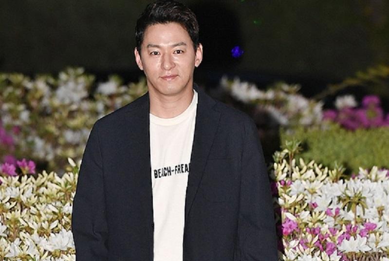 https: img.okeinfo.net content 2020 01 17 33 2154145 reaksi-keluarga-usai-joo-jin-moo-terlibat-skandal-chat-mesum-bWahQUtY11.jpg