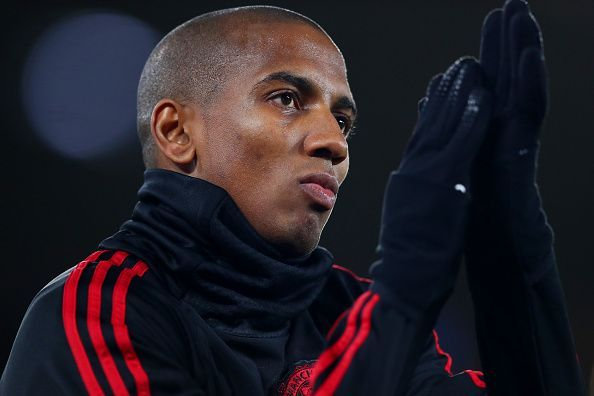 https: img.okeinfo.net content 2020 01 17 51 2154173 mogok-latihan-bareng-man-united-ashley-young-terbang-ke-milan-B4ghLvt7ms.jpg