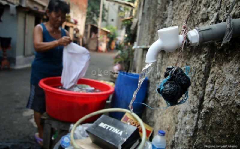 https: img.okeinfo.net content 2020 01 17 609 2154133 korban-banjir-di-kabupaten-barru-sulsel-butuh-air-bersih-xi0Mpx8TU9.jpg