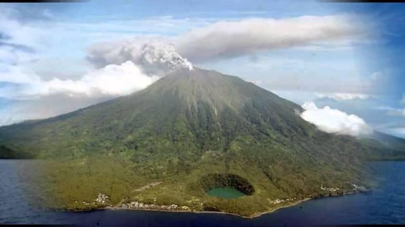 https: img.okeinfo.net content 2020 01 18 337 2154793 tiga-gunung-api-di-indonesia-masih-berstatus-level-iii-VUPMRG4yKH.jpg