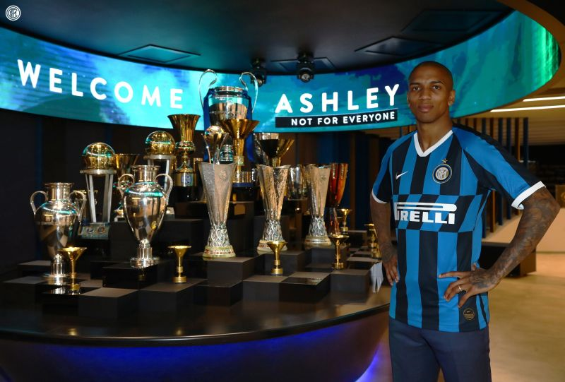 https: img.okeinfo.net content 2020 01 18 47 2154592 ashley-young-resmi-gabung-inter-milan-NUURGdlthJ.jpg