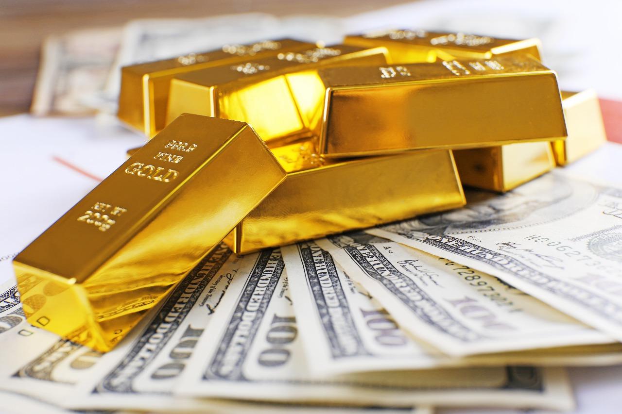 https: img.okeinfo.net content 2020 01 22 320 2156406 turun-1-harga-emas-berada-di-level-usd1-550-ounce-Yj54RDMiWC.jpg