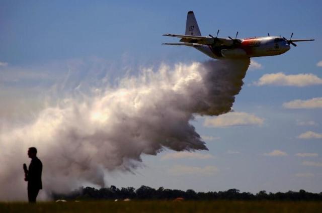 https: img.okeinfo.net content 2020 01 23 18 2157281 pesawat-yang-perangi-kebakaran-hutan-australia-jatuh-3-orang-tewas-FWQ62pfn9K.jpg