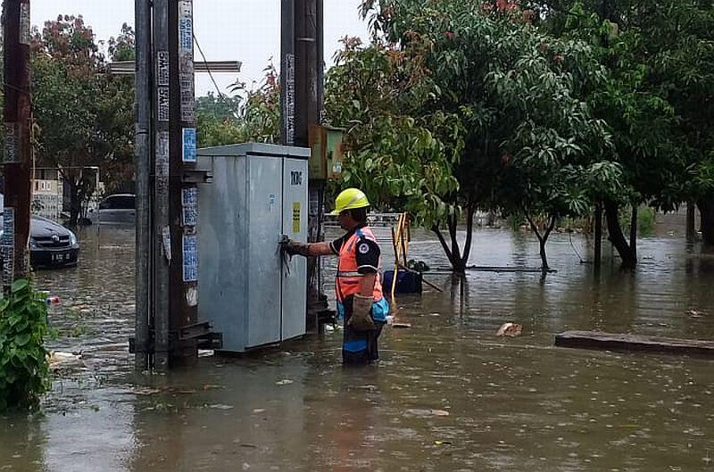 https: img.okeinfo.net content 2020 01 24 320 2157748 jakarta-banjir-lagi-pln-padamkan-15-gardu-listrik-evJ3LTFzJH.jpg