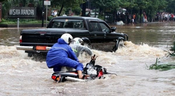 https: img.okeinfo.net content 2020 01 24 338 2157661 diguyur-hujan-sejak-pagi-belasan-titik-di-jakarta-tergenang-air-elVDI9ECvs.jpg
