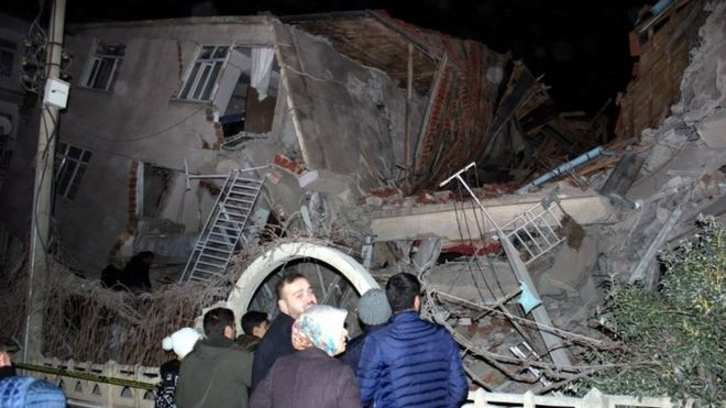 https: img.okeinfo.net content 2020 01 25 18 2158081 gempa-magnitudo-6-8-guncang-turki-14-orang-tewas-qubUBSomn0.jpg